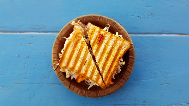 rozpůlený sendvič.jpg