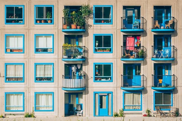 modré rámy oken