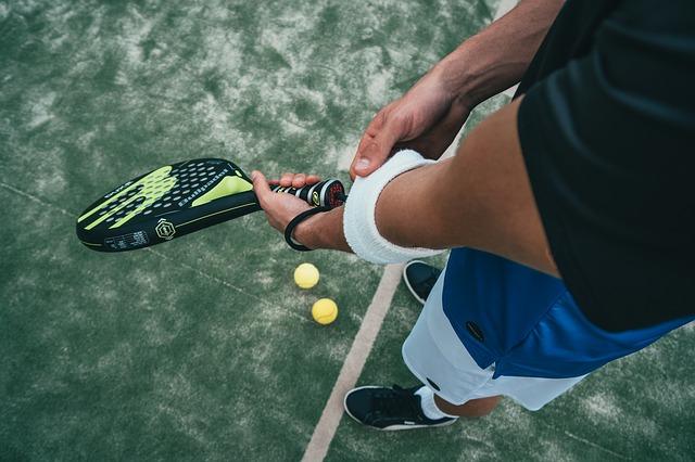 tenista s raketou