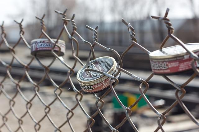 škaredý pletivový plot