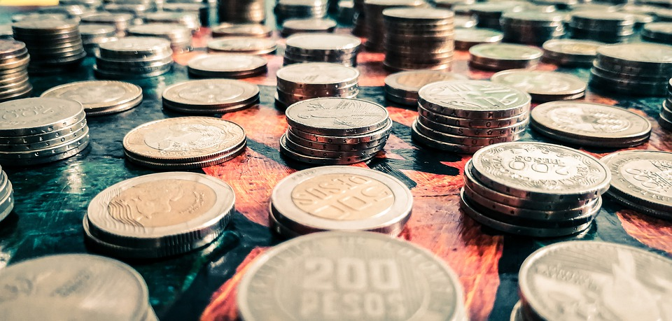 mince na hromadách